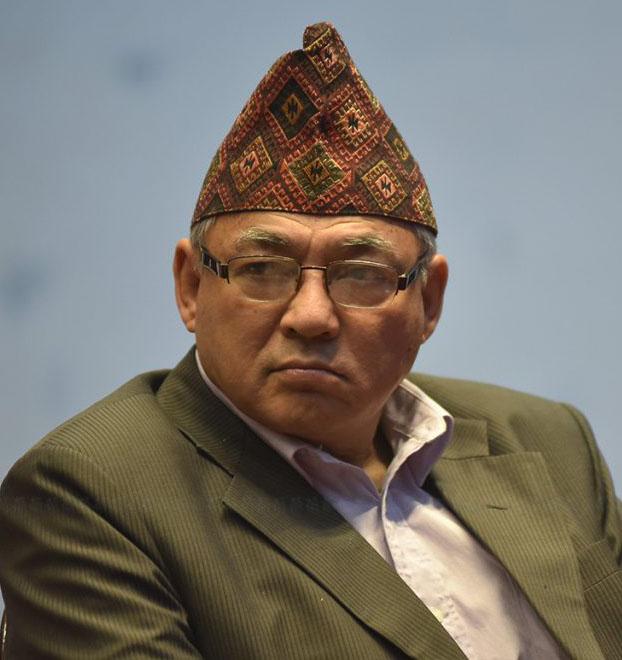 माधव नेपाललाई भेट्न कोटेश्वर पुगे गृहमन्त्री बादल