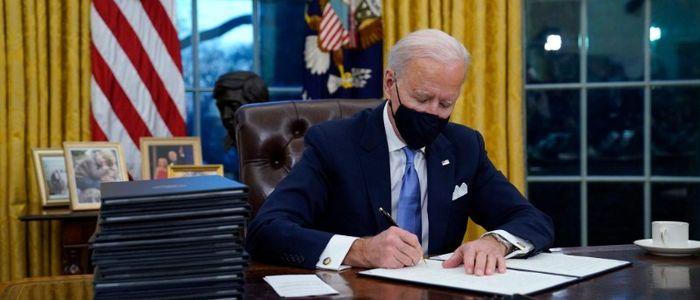 बाइडेनद्वारा कार्यकारी आदेशमा हस्ताक्षर