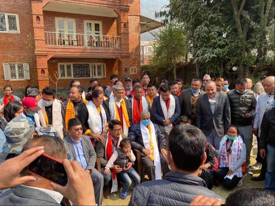राप्रपा रसुवा जिल्ला अध्यक्ष डिले तामाङसहित कांग्रेस प्रवेश गर्ने २ दर्जन नेतालाई देउवाको  स्वागत