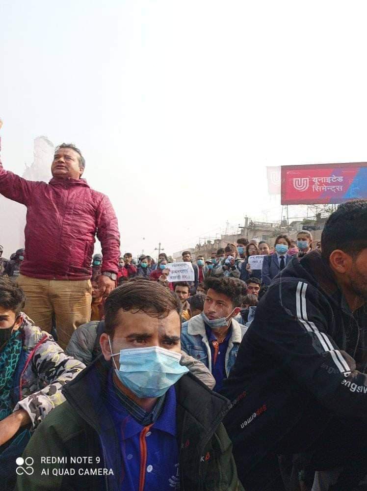 जेब्रा क्रसिङमा सवारीले ठक्कर दिएर विद्यार्थी मारेको भन्दै कोटेश्वरमा बिरोध प्रदर्शन