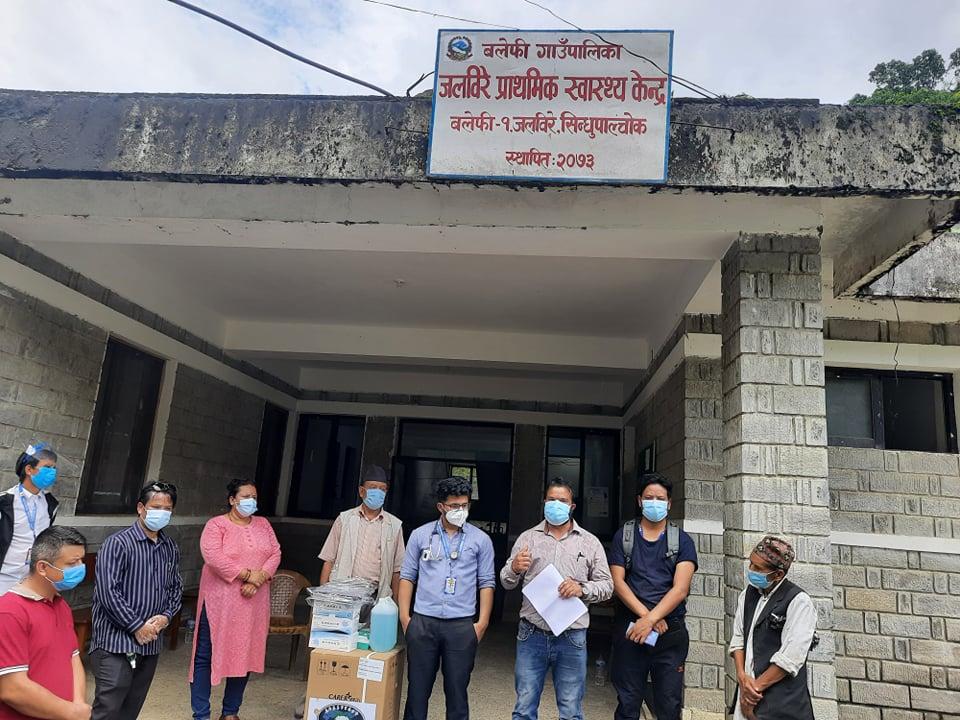 नेविसंघ महामन्त्रीद्वारा अक्सिजन कन्सेन्ट्रेटर एन्टिजेन्ट किटसहितका स्वास्थ्य सामग्री हस्तान्तरण