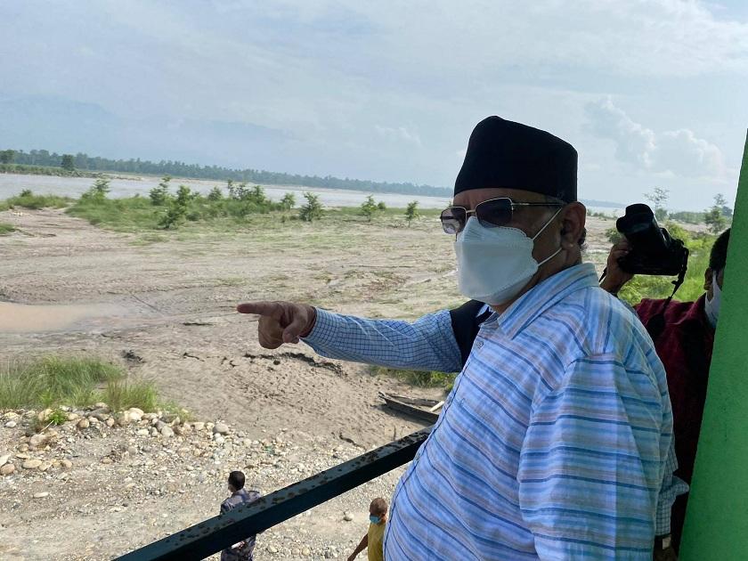 नारायणी नदीले क्षति पुर्याएकाे क्षेत्रको स्थलगत अनुगमनमा पुगे प्रचण्ड ( तस्विरहरू )