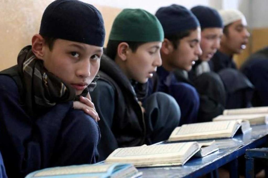 अफगानिस्तानमा विद्यालय खुल्दा जान पाएनन् छात्रा